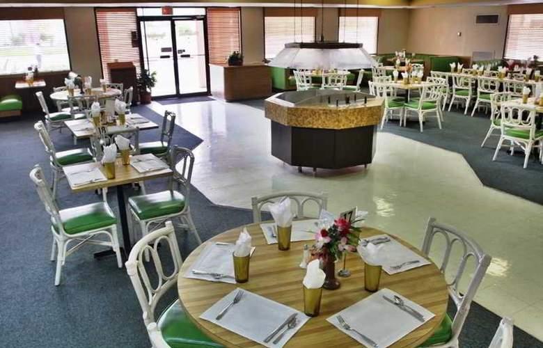Castaways Resort & Suites - Restaurant - 11