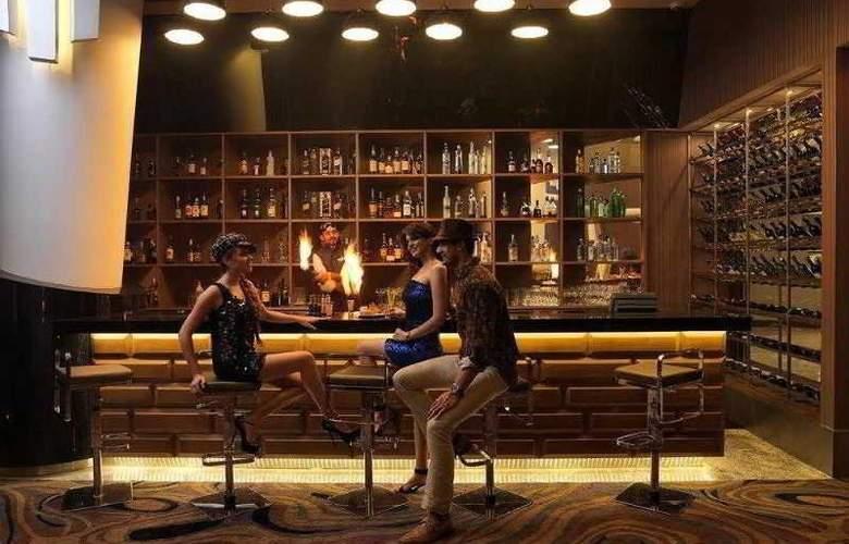 Taj Hotel & Convention Centre - Bar - 4