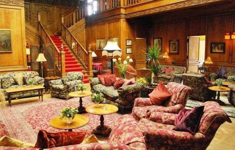 Lands of Loyal Hotel - General - 1
