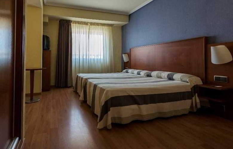 Apartamentos Torreluz - Room - 3