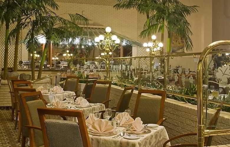 Sheraton Ambassador Monterrey - Restaurant - 4
