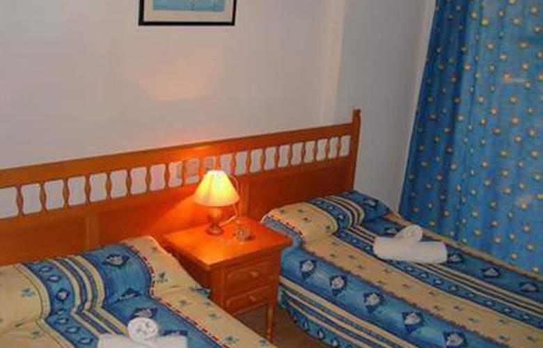 Marc - Room - 3