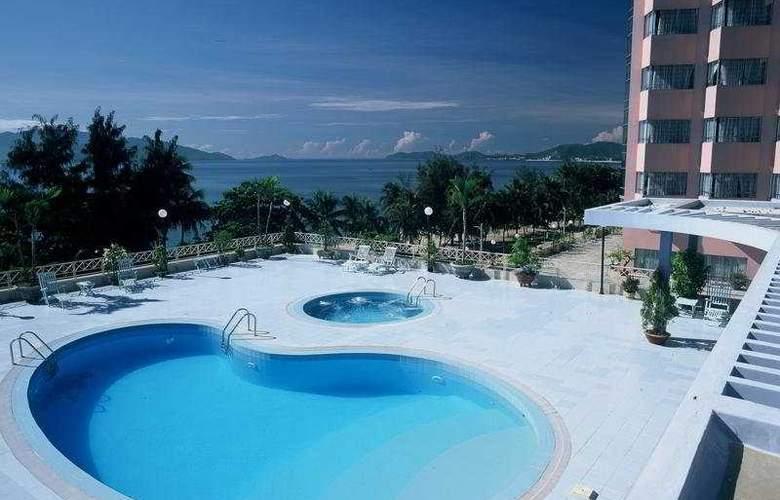 Yasaka Saigon Nhatrang Resort Hotel & Spa - Pool - 3