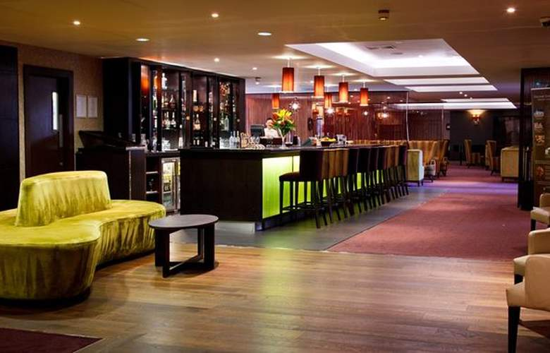 DoubleTree by Hilton Hotel Cambridge City Centre - Bar - 4
