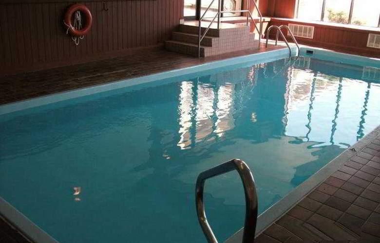 Travelodge Red Deer - Pool - 4