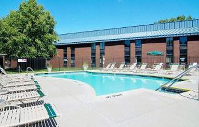 Comfort Inn - Hall of Fame - Pool - 6