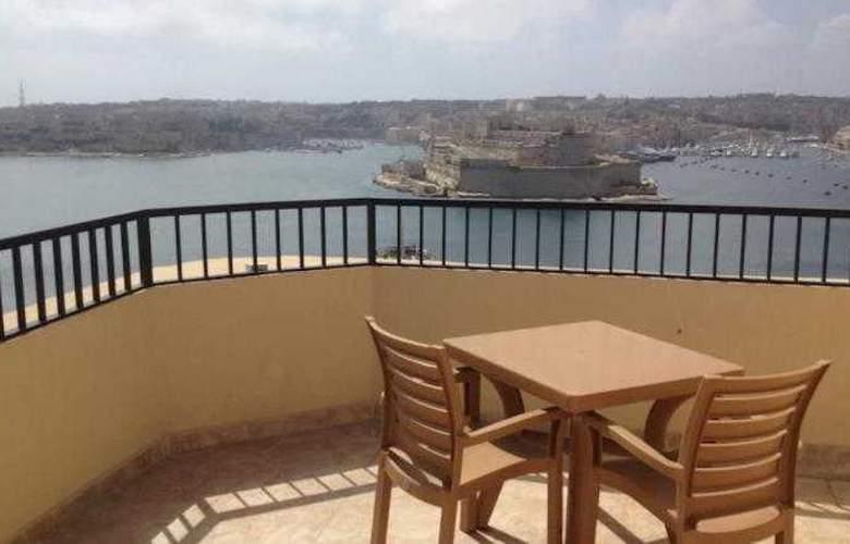 Grand Harbour - Terrace - 18