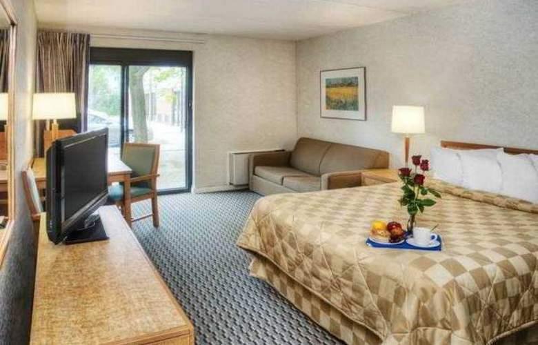 Comfort Inn Hwy. 401 - Kingston - Room - 1