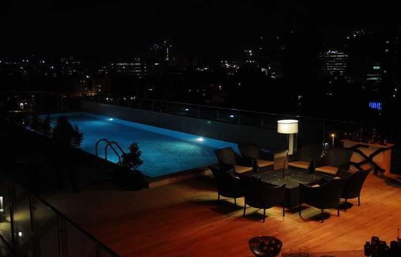 Howard Johnson Bengaluru Hotel - Pool - 3