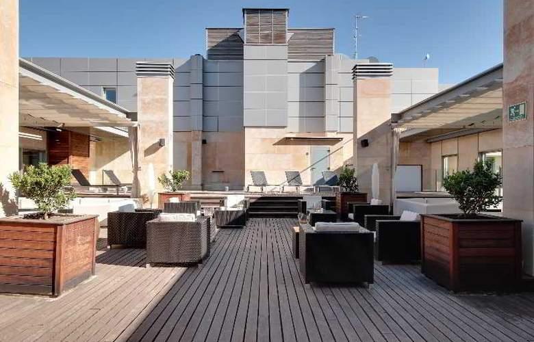 Rafaelhoteles Madrid Norte - Terrace - 55