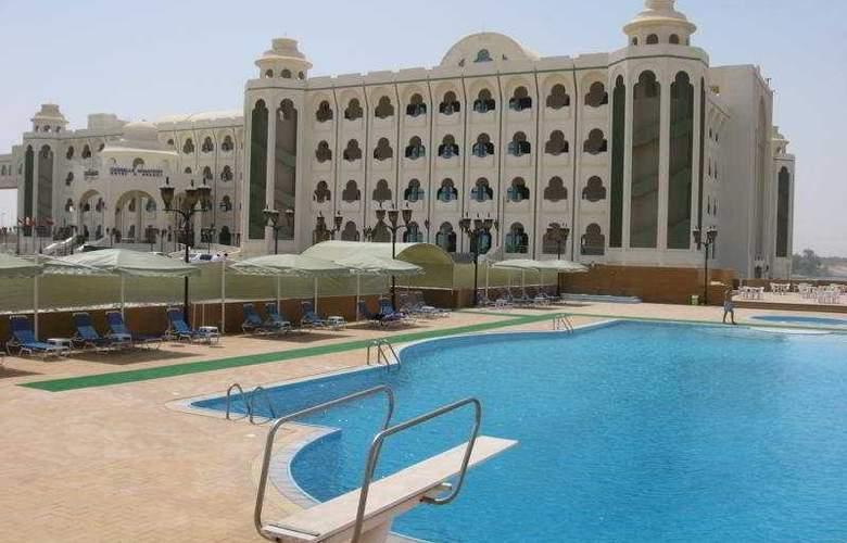 Cassells Ghantoot Hotel & Resort - Pool - 2