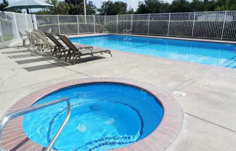 Quality Inn Sequoia - Pool - 7