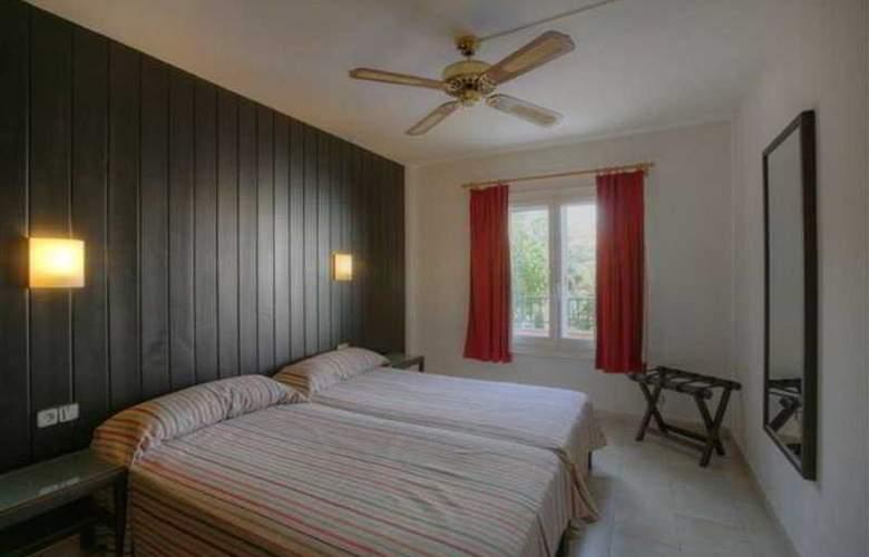 Apartamentos Turísticos Royal Life - Room - 2