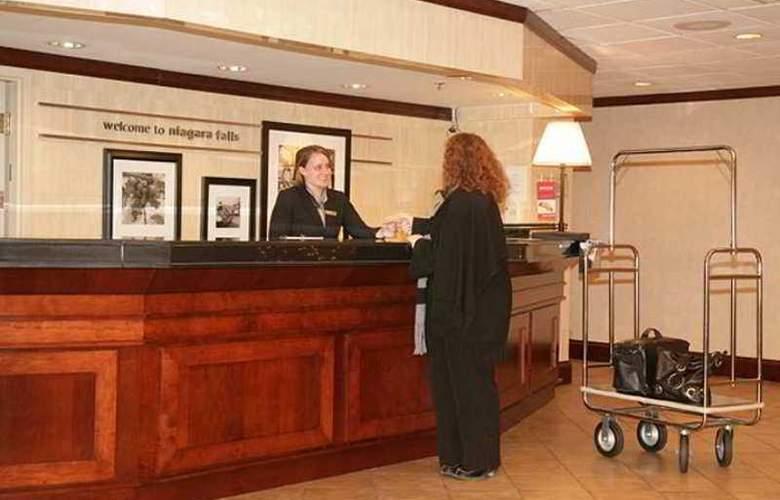 Hampton Inn Niagara Falls North - Hotel - 7