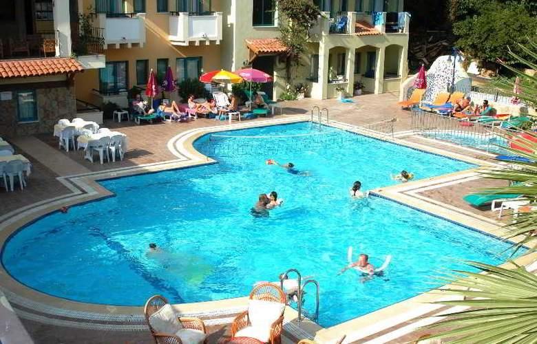 Montebello Beach Hotel - Pool - 9