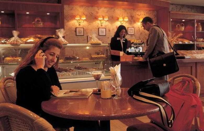Hilton Alexandria Green Plaza - Bar - 3