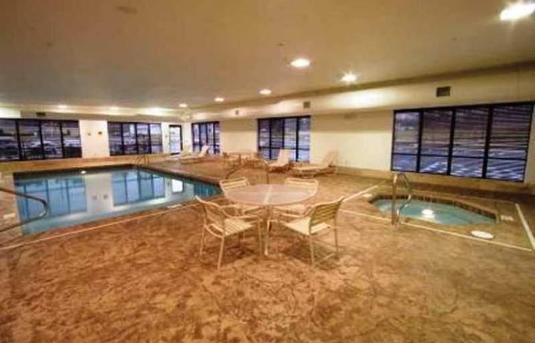 Hampton Inn & Suites Grove City - Hotel - 7