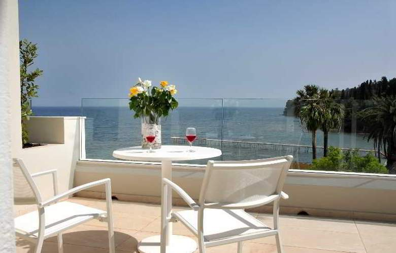 Palace Mon Repos - Terrace - 16