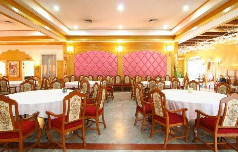 13 Coins Resort Yotin Pattana - Restaurant - 8