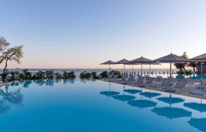 Amarin Resort Apartments - Pool - 16