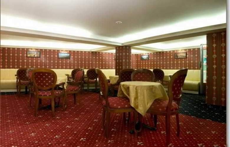 Manhattan Hotel & Restaurant - Bar - 6