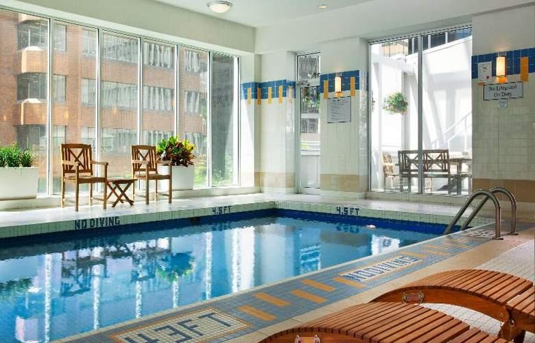 Vancouver Marriott Pinnacle Downtown - Pool - 10