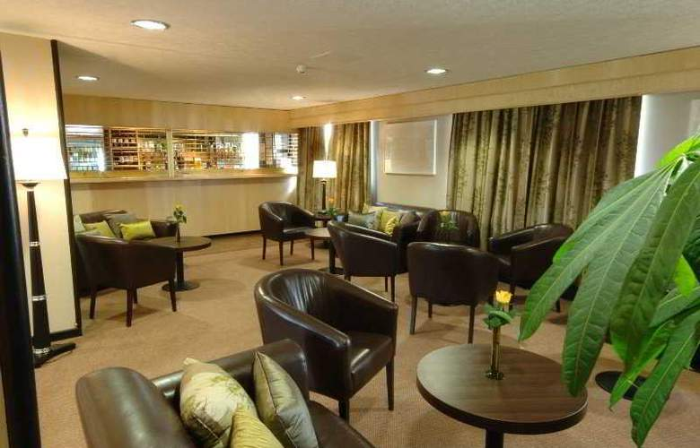 Days Inn Milton Keynes - Bar - 1