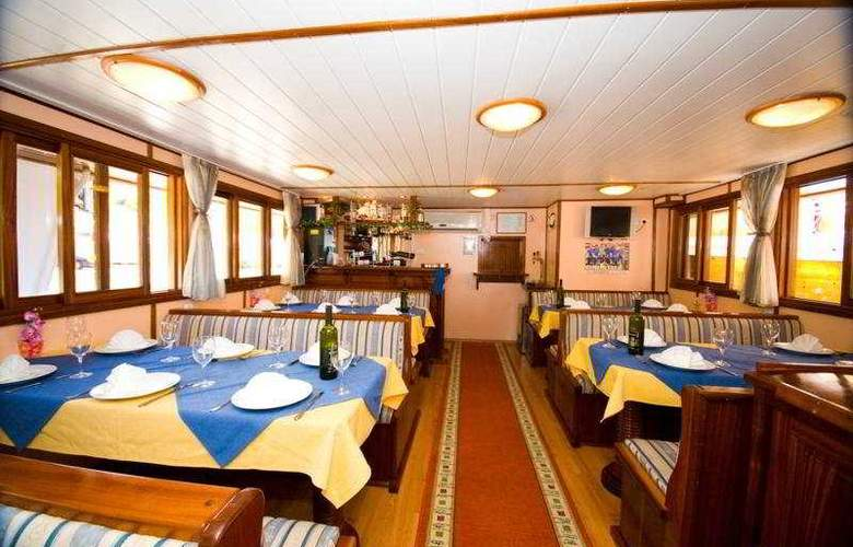 Cruise from Trogir on M/S Otac Nikola - Restaurant - 6