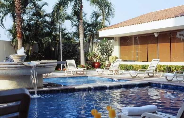 Fiesta Inn Ciudad del Carmen - Pool - 2