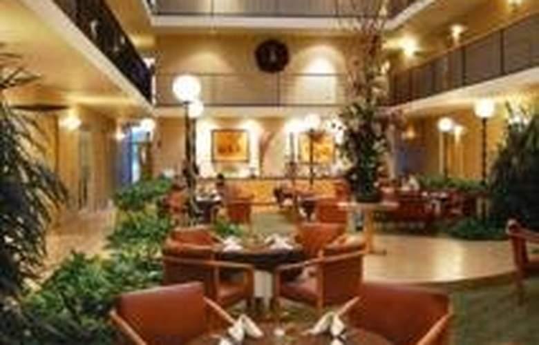 Best Western Monterrey Aeropuerto - Restaurant - 3