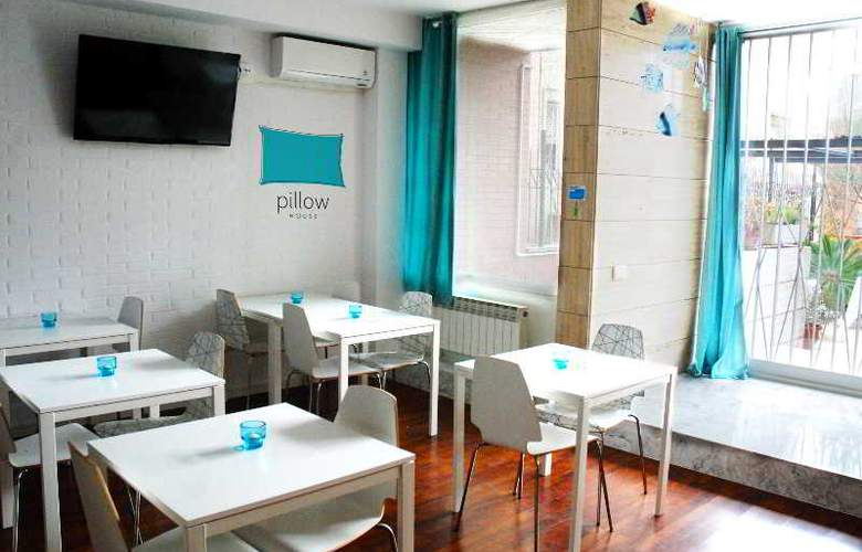 House by pillow - Restaurant - 2