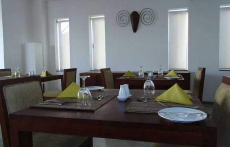 The Ocean Front - Restaurant - 2