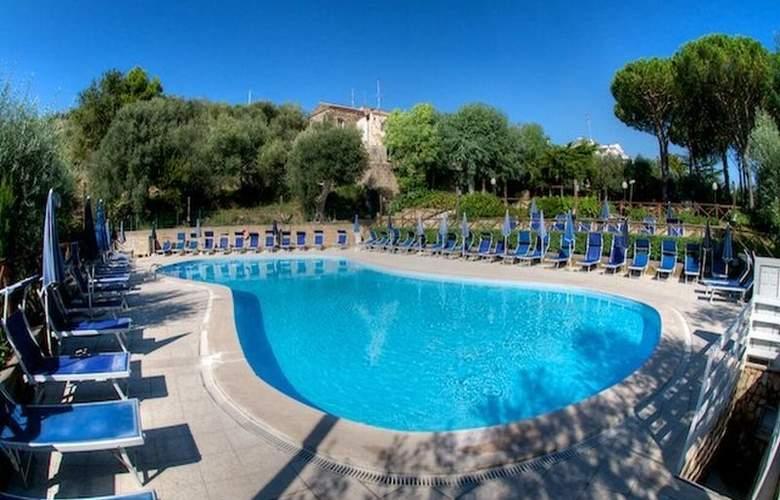 Freedom Holiday Residence - Pool - 7