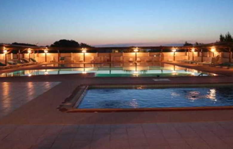 Kum Hotel - Pool - 13