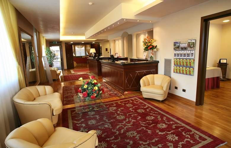 iH Hotels Admiral - General - 1