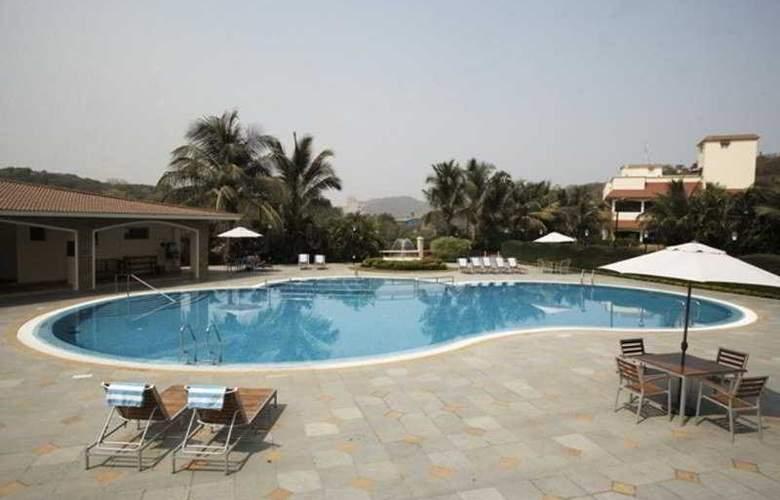 Ramada Powai - Pool - 0