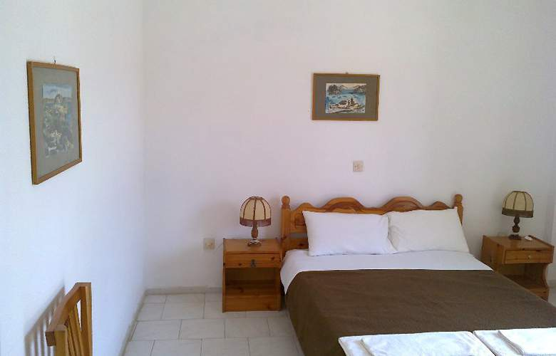 Beach Front Salvanos - Room - 6