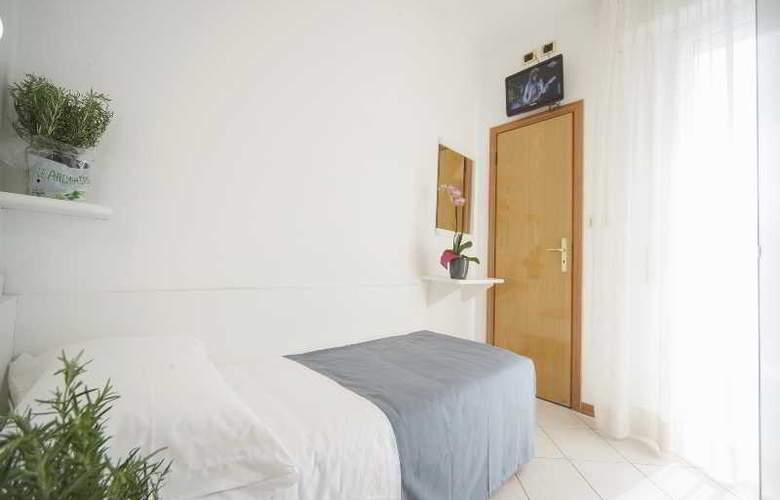 Manola - Room - 14