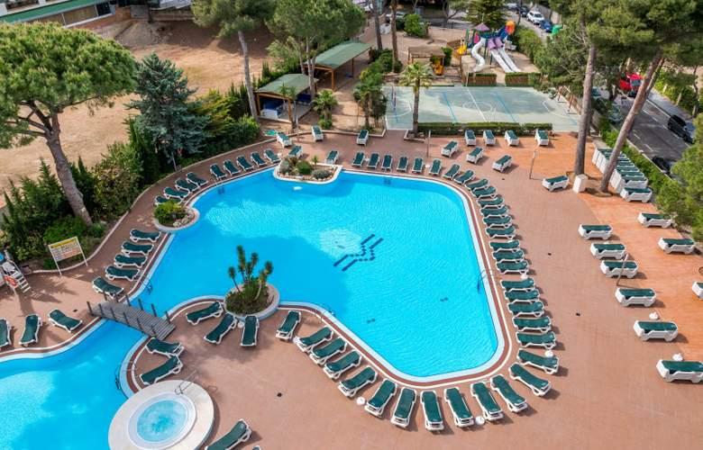 Golden Avenida Suites - Pool - 2