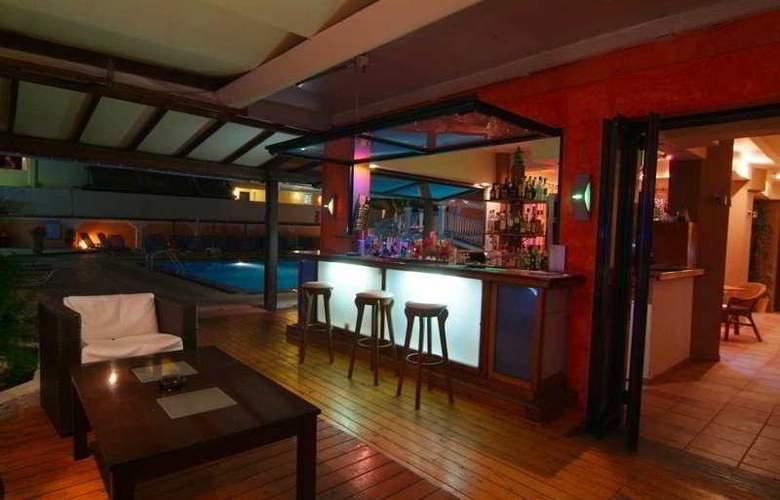 Olga's Apartments - Bar - 9