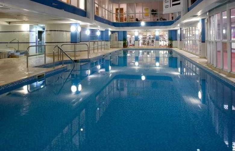 Hilton Sheffield - Pool - 5