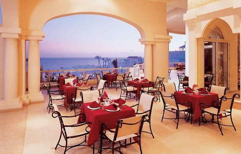 Continental Plaza Beach Resort ex Interplaza Hotel - Restaurant - 5
