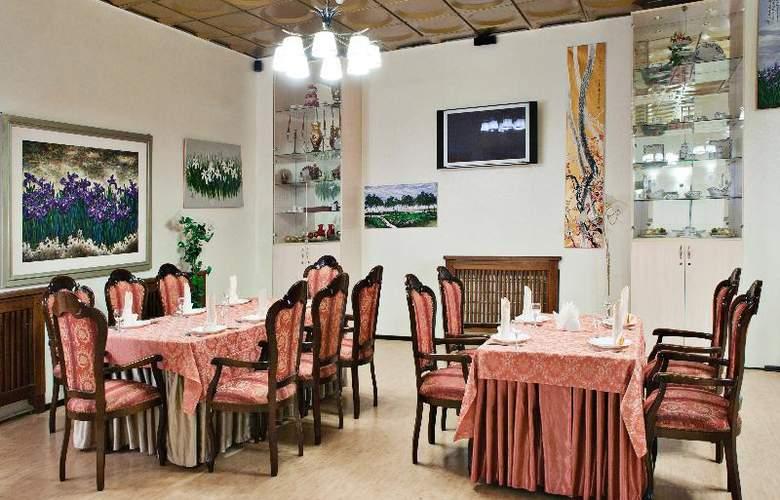 Russ - Restaurant - 14