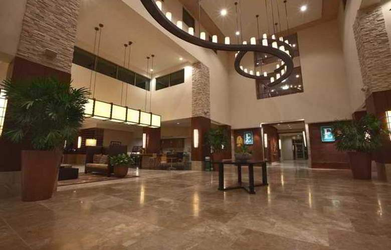 Embassy Suites Palmdale - Hotel - 2