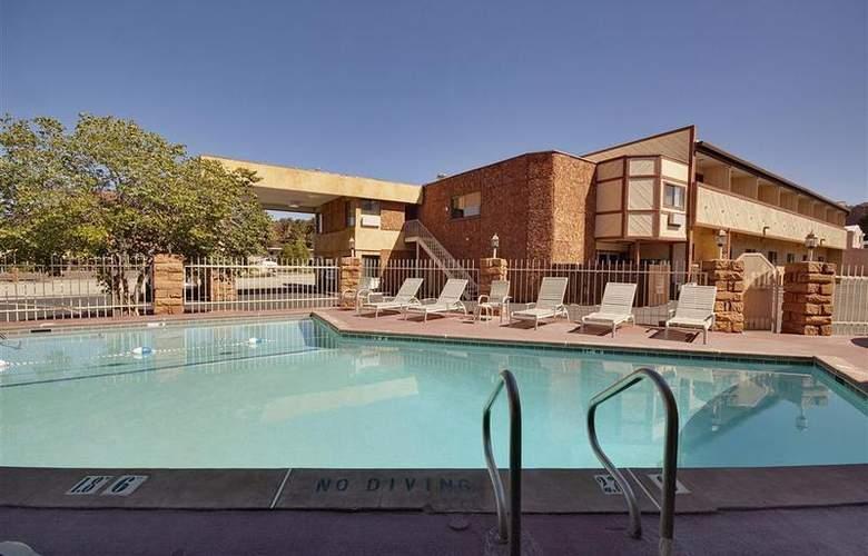 Best Western Red Hills - Pool - 90