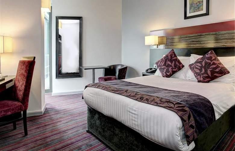 Clayton Cardiff - Room - 44