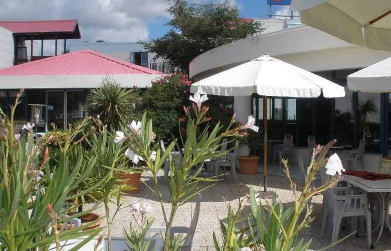 Comfort Bordeaux Merignac - Terrace - 0