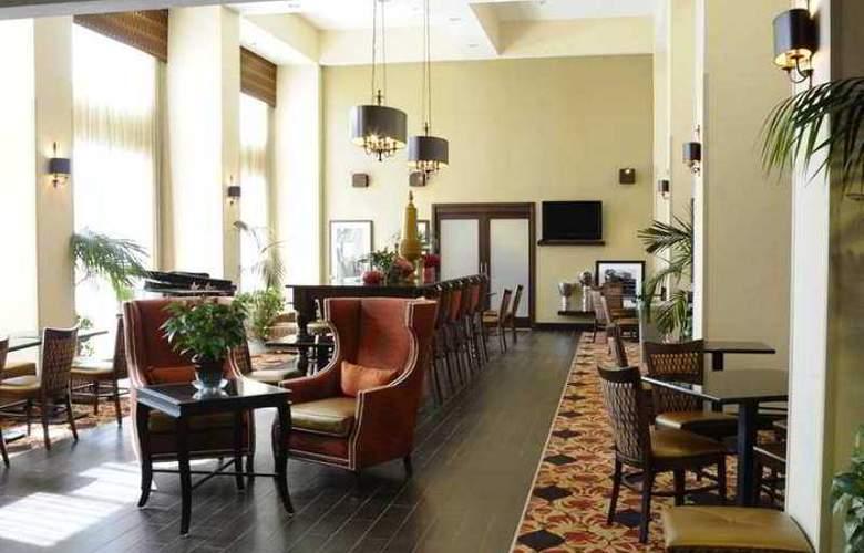Hampton Inn & Suites Redding - Hotel - 3