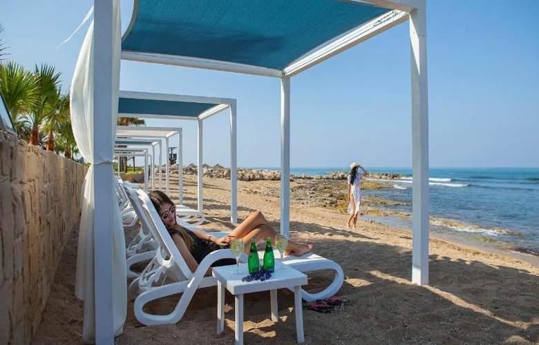 Aquamare Beach Hotel & Spa - Beach - 17