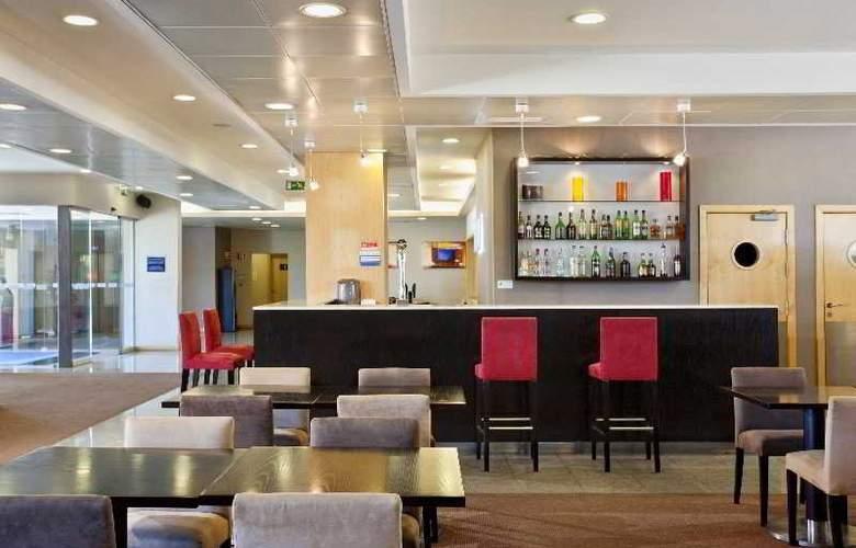 Holiday Inn Express Lisbon-Oeiras - Bar - 7